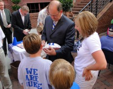 Cutcliffe signs for fans - BDN Photo