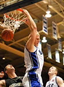 Mason Plumlee dunks
