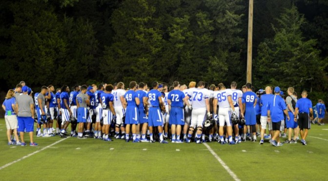 Football-team-huddle